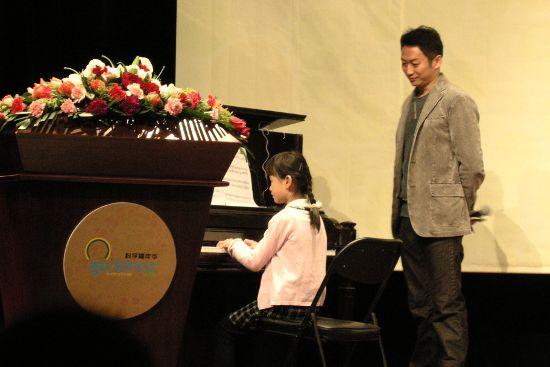 暖场的钢琴表演