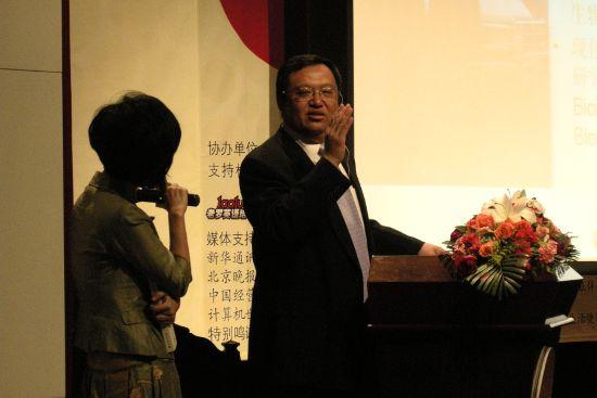 钟扬先生在回答问题